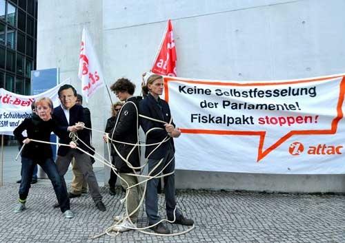 Attac protestiert gegen den ESM (c) Mehr Demokratie e.V.