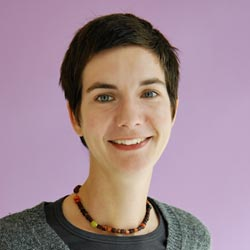 Ilona Koglin bildet zum Dragon-Dreaming-Trainer aus